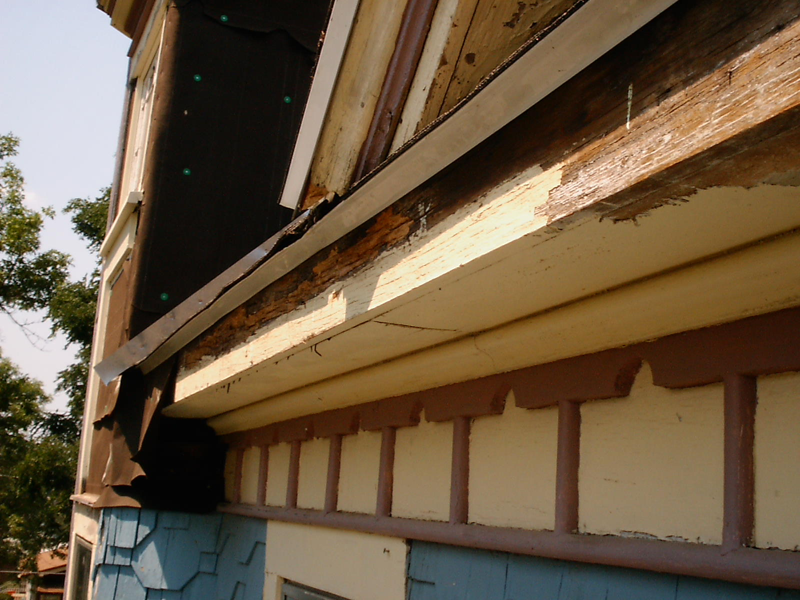 Main House Eavestroughs – Fascia/Soffit Paint Removal, South