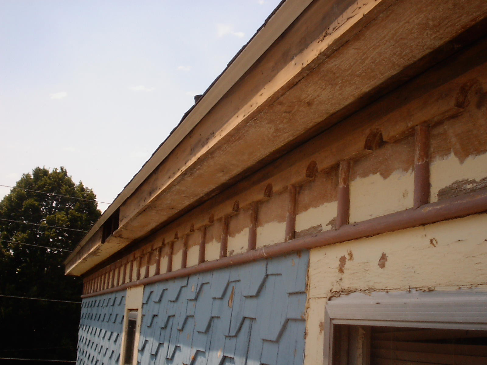 Main House Eavestroughs – Fascia/Soffit Paint Removal, East